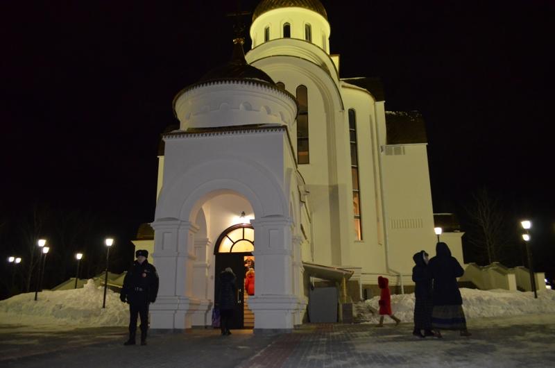 Полицейские Озерска обеспечили охрану общественного порядка в Рождественскую ночь